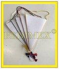 obšité vlaječky 130 x 210 mm, bílý trojúhelník, bílá šňůrka, výprodej